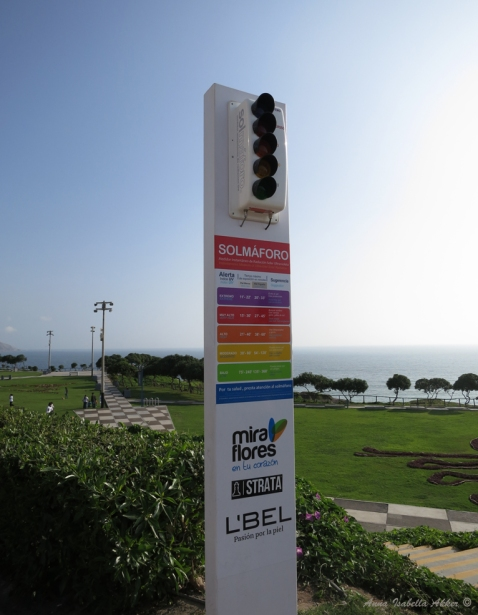 "A ""sun traffic light"" in Miraflores, measuring the level of ultraviolet radiation and its danger to you based on your skin color (this probably wouldn't fly in politically-correct USA.)"