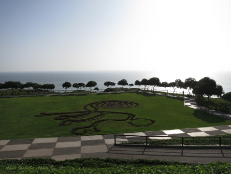 Along the coast of Miraflores, Lima, Perú. The monkey design is probably reminiscent of the Nazca Lines farther south in Perú.